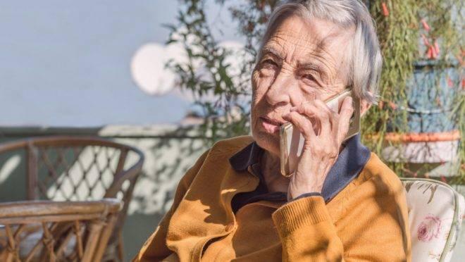 Casas de acolhimento de idosos pelo país foram obrigadas a adotar medidas drásticas – a maioria suspendeu as visitas desde março.