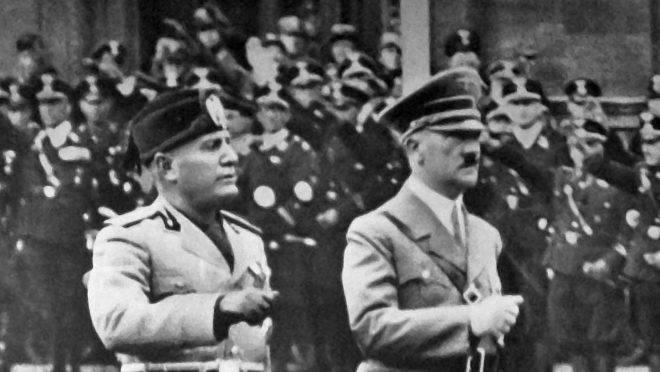 Mussolini e Hitler em Berlim, em 1937.