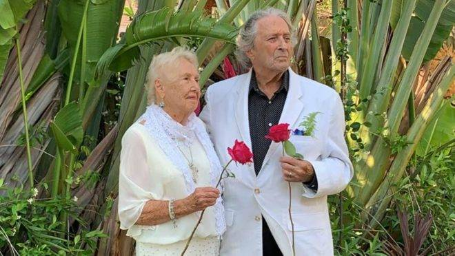 Don e Jeanine namoram desde julho de 2019 e decidiram se casar para cuidar um do outro durante a pandemia do coronavírus