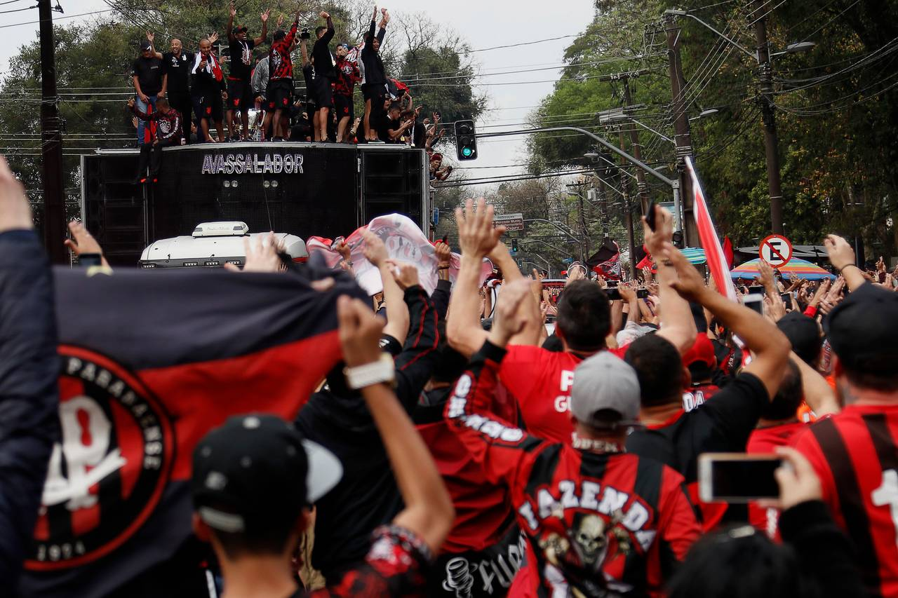 Festa da torcida do Athletico após a conquista da Copa do Brasil.