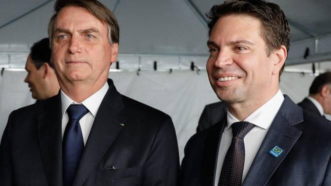 Presidente Jair Bolsonaro e o novo chefe da Polícia Federal Alexandre Ramagem: proximidade com a família Bolsonaro.