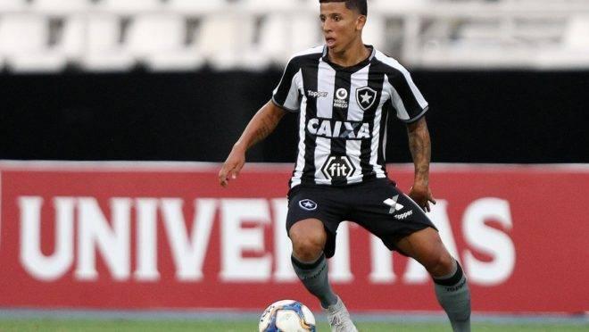 Wenderson possui pouca experiência no time profissional do Botafogo.