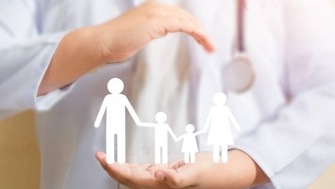 Vacina da gripe deve ser repetida anualmente e não causa reações graves