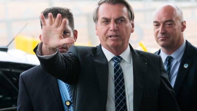 Presidente Jair Bolsonaro articula apoio do Centrão.