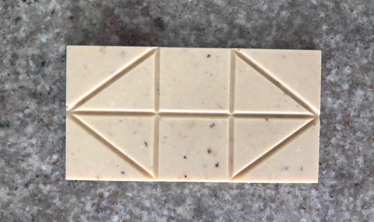 caos chocolate - chocolate branco com avelã