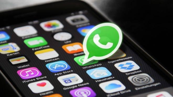 No Brasil, políticos e autoridades usam e abusam do WhatsApp, sem se darem conta do perigo que isso representa para a segurança do país.