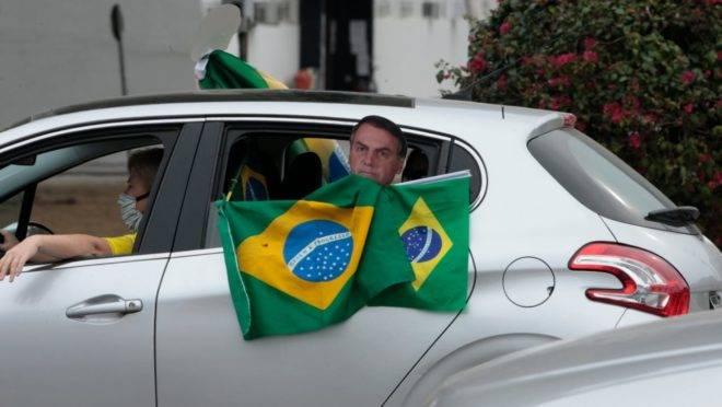 Carreatas pelo Brasil pedem a reabertura do comércio e o fim do relaxamento social.