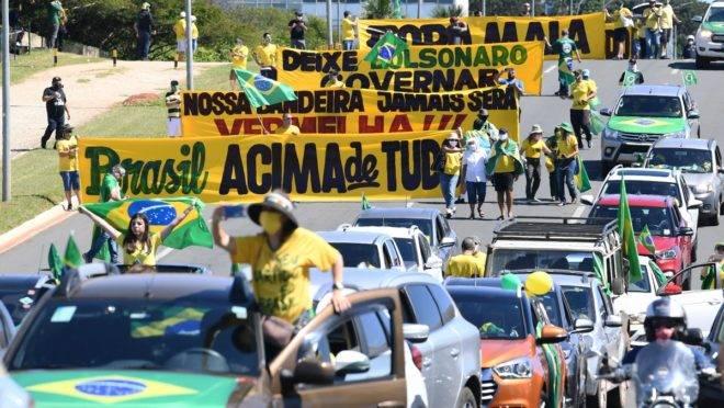 Carreata em Brasília: Manifestantes saem em defesa de Bolsonaro