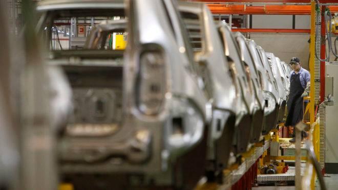 Linha de produção da fábrica da Renault, em São José dos Pinhais