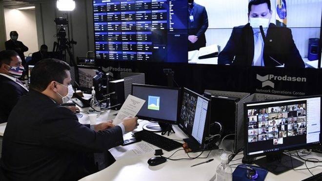 Presidente do Senado, Davi Alcolumbre, diz que vai colocar em votação o prpjeto de lei contra fake news em sessão virtual da Casa.
