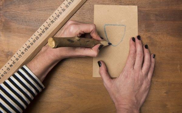 Artigos como uma almofada sem costura são boas opções de presente para a mãe que gosta de decoração. Foto: Letícia Akemi/Gazeta do Povo