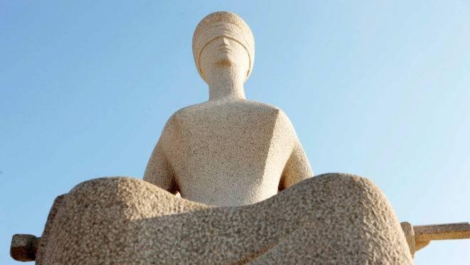 Estátua da Justiça, que fica em frente ao STF