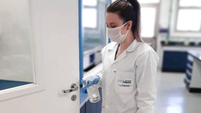 Spray utiliza nanopartículas de prata, fazendo com que superfícies comuns sejam capazes de inativar o vírus
