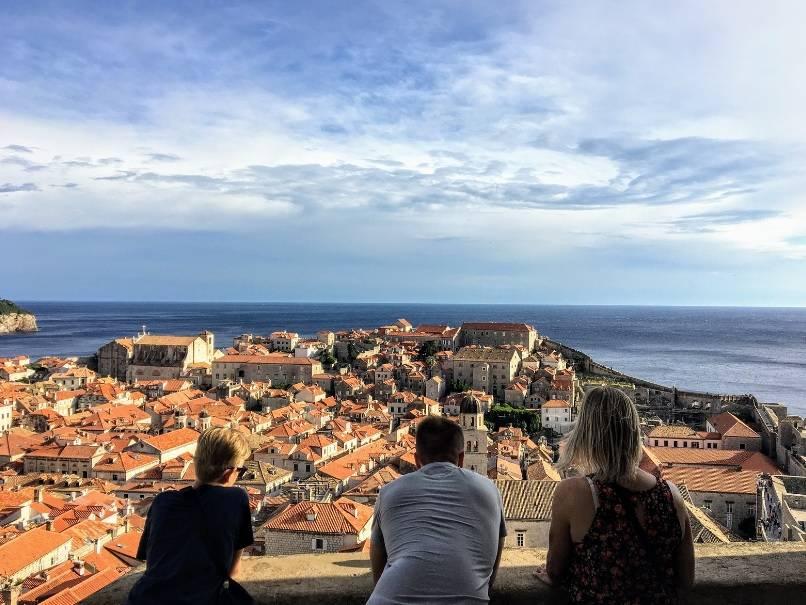 Dubrovnik foi o primeiro porto do Mediterrâneo a isolar pessoas, animais e mercadorias provenientes de áreas infectadas por mar ou terra, mantendo-os separados da população saudável.
