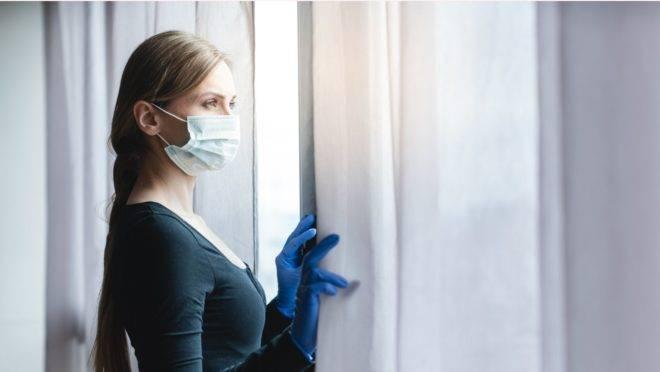 As mulheres são mais propensas a sofrer com ansiedade e depressão durante a epidemia, em especial as que continuam trabalhando