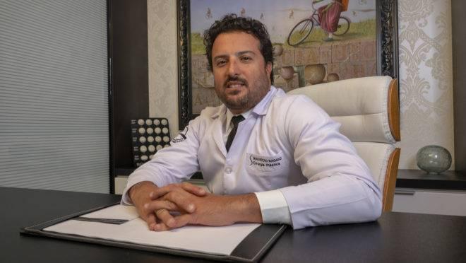 Dr Mauricio Baggio em seu consultório´