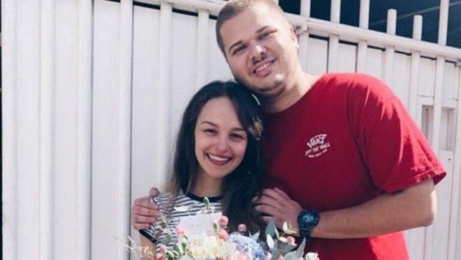 Os padrinhos do casal combinaram de visitá-los no dia em que estava previsto o casamento, adiado agora para agosto