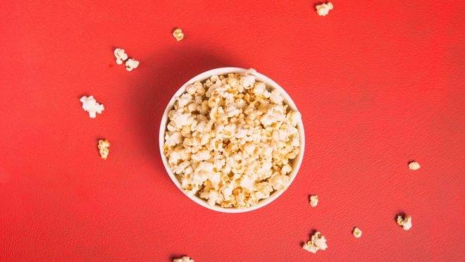Pode não parecer, mas alguns alimentos, como a pipoca, podem ter até mais benefícios à saúde do que malefícios - desde que consumidos da maneira mais adequada