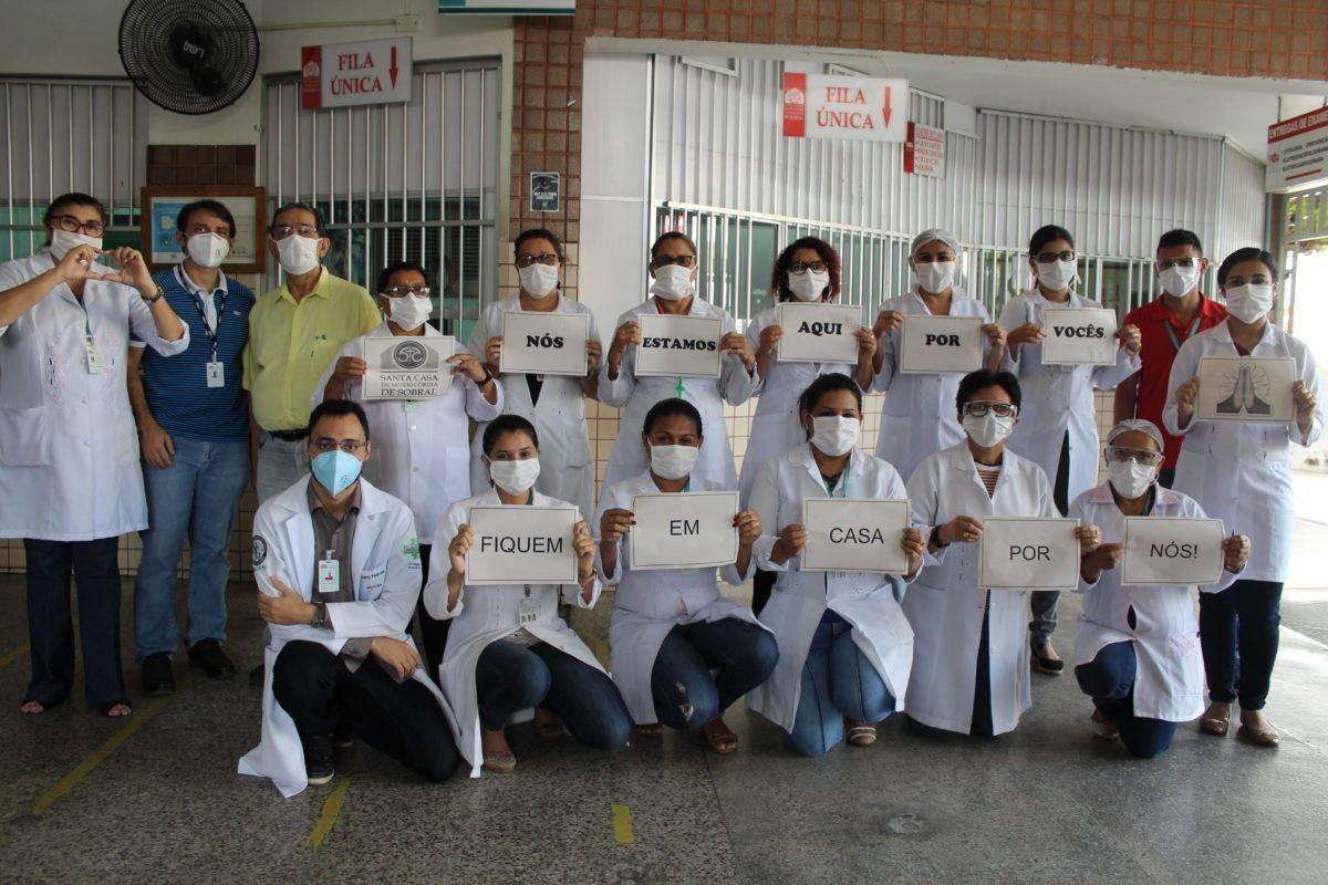 Manifestação em defesa do isolamento social em Sobral, Ceará.