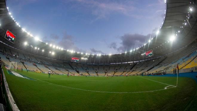 Flamengo e Portuguesa sem público no Maracanã, pouco antes do estouro da pandemia no país.