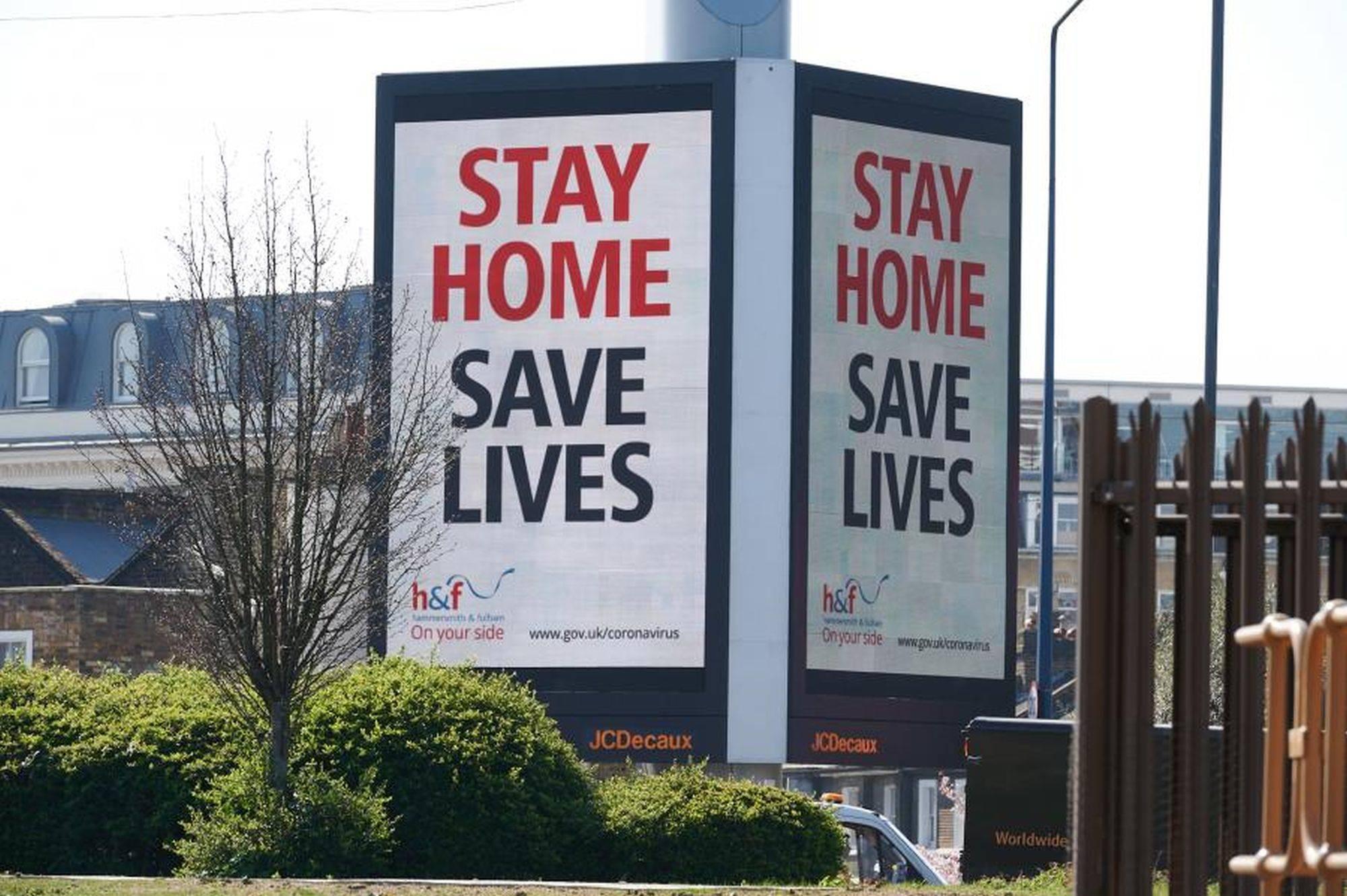Fique em casa, salve vidas, diz campanha do governo do Reino Unido.