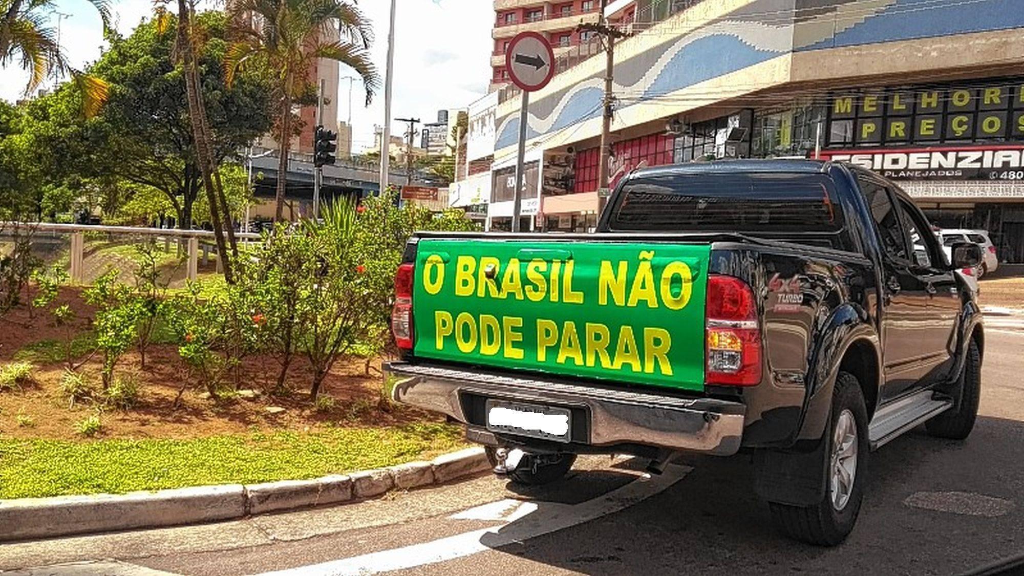 Slogan em protestos pela reabertura do comércio.