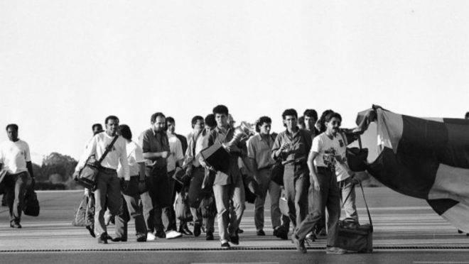 Jogadores desembarcam no Aeroporto Afonso Pena com o título da Série B.