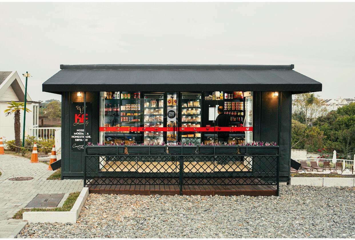 Geladeiras da KF Honesty ganharam versão container em condomínios.