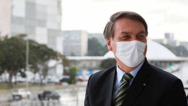Bolsonaro faz novas críticas à OMS e pede reabertura