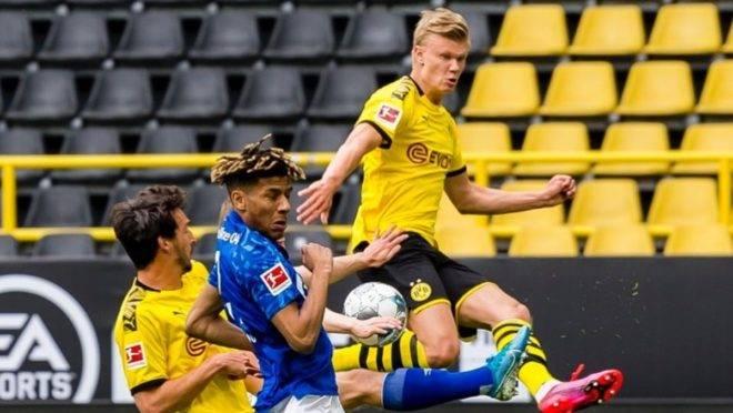 Artilheiro Haaland abriu o caminho da goleada em jogo que marcou a volta do futebol alemão, sem torcida.
