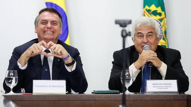 Bolsonaro quer trocar ministro Marcos Pontes por nome do Centrão