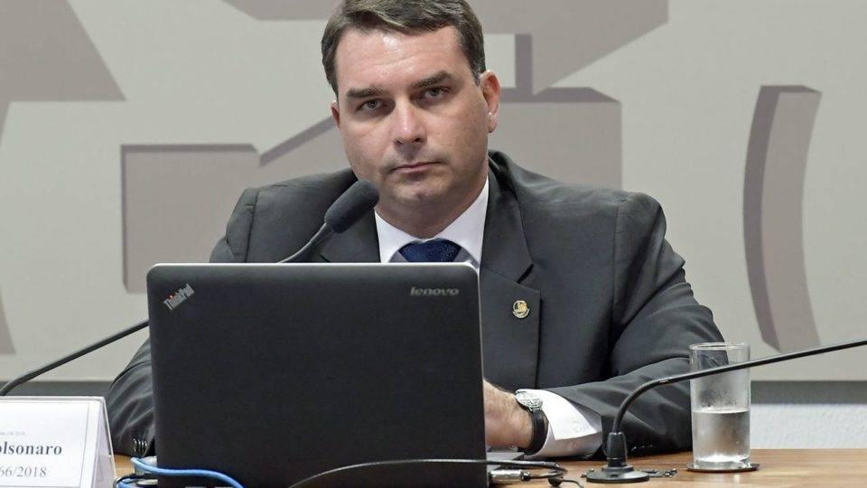 Depoimento revela fraude que poderia lavar dinheiro em loja de Flávio Bolsonaro