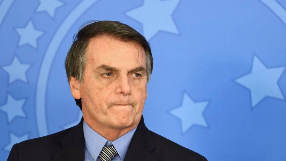 """Bolsonaro fundou """"República da Morte"""" durante pandemia, diz comissão da OAB"""