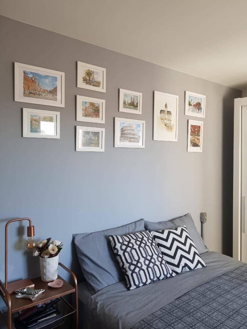 Uma das consultorias feita por Ana Johns durante a quarentena foi um projeto para a disposição de quadros na casa de um cliente.