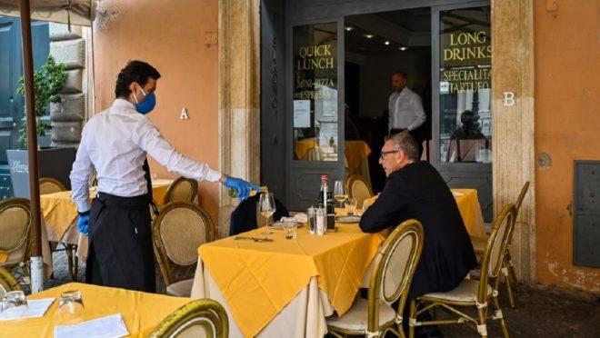 Itália reabre restaurantes