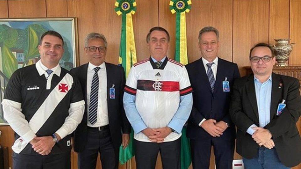 Presidentes de Flamengo e Vasco se reúnem com Bolsonaro para discutir volta do futebol