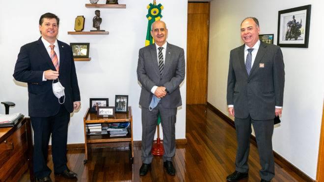 Presidente do MDB, Baleia Rossi, e o líder do governo no Senado, Fernando Bezerra (MDB-PE) se reuniram com o ministro da Secretaria de Governo, Luiz Eduardo Ramos.