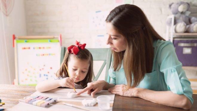 Especialista em educação e famílias adeptas ao homeschooling dão dicas para ajudar os pais durante a quarentena.