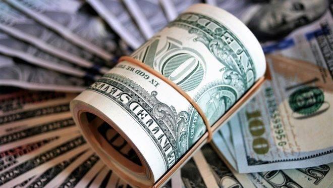 Dólar desvaloriza; Ibovespa fecha em alta