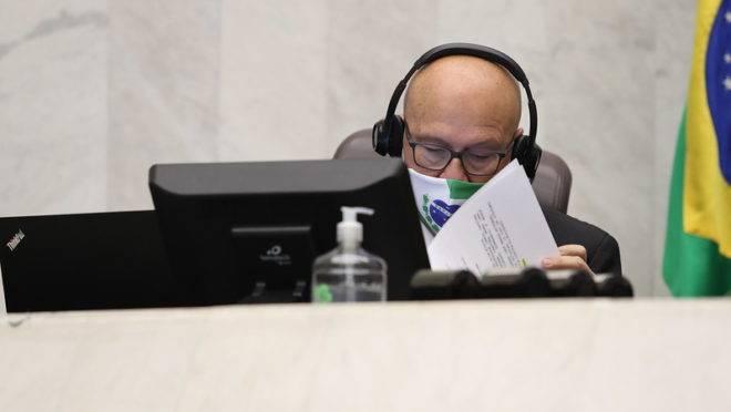 Primeiro-secretário da Assembleia Legislativa, deputado estadual Luiz Claudio Romanelli (PSB), durante sessão remota desta quarta-feira (20)