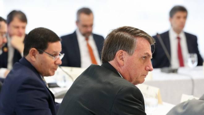 Reunião do presidente Jair Bolsonaro com ministros em 22 de abril de 2020. Segundo o ex-ministro Sergio Moro, vídeo do encontro teria provas de que presidente tentou interferir na Polícia Federal.
