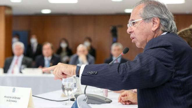 Reunião do presidente Jair Bolsonaro com ministros em 22 de abril de 2020. Segundo o ex-ministro Sergio Moro, vídeo do encontro teria provas de que presidente tentou interferir na Polícia Federal. Na foto, o ministro da Economia, Paulo Guedes.