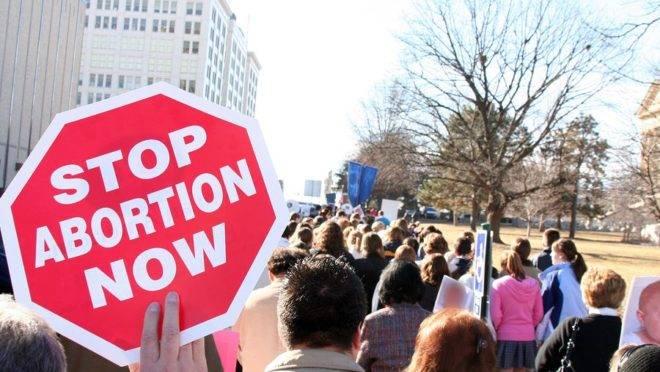 Frente parlamentar está preocupada com medidas de apoio ao aborto durante a pandemia.