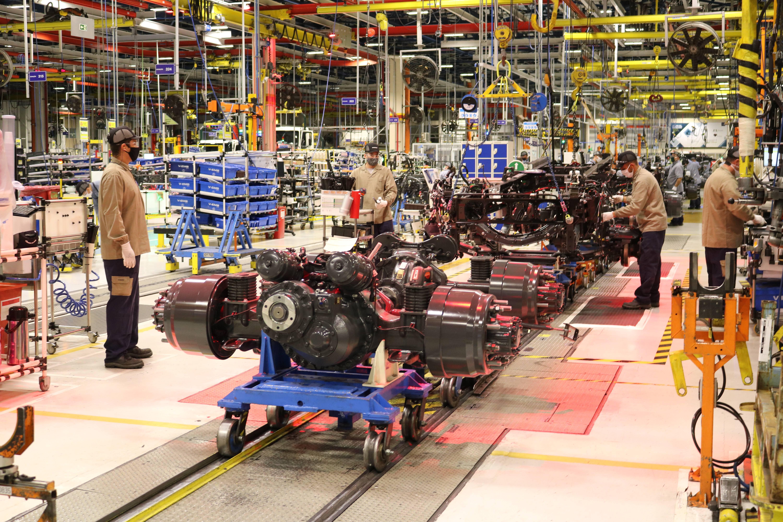 Linha de produção da Volvo segue os protocolos de prevenção ao coronavírus. Foto: Divulgação Comunicação Volvo