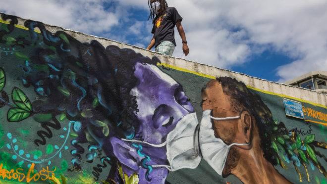 Favela em Salvador, em tempos de pandemia: a Covid-19 vai arrastar milhões de brasileiros para a pobreza
