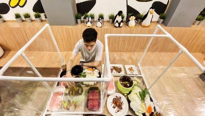 Restaurante Penguin, na Tailândia.