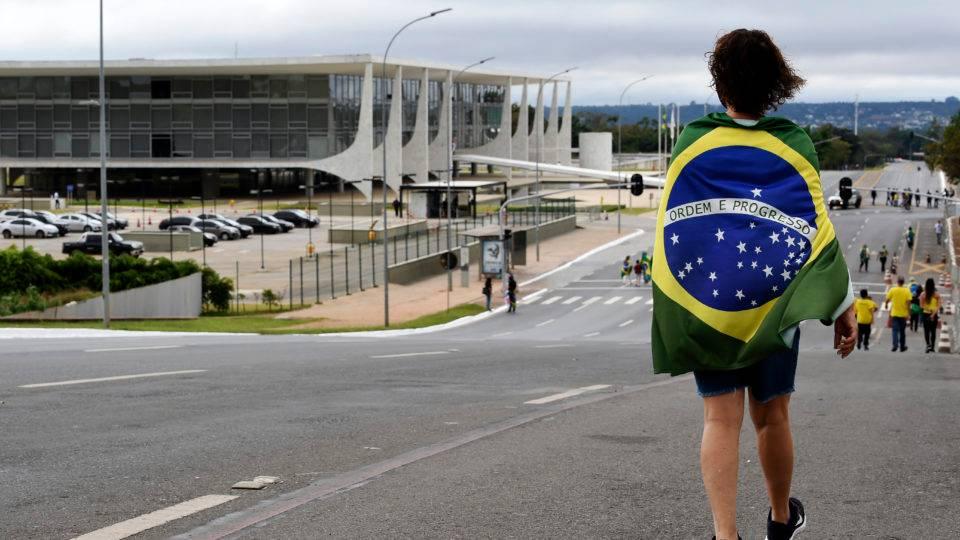 Prefeitos têm poderes de presidente, e Brasil caminha para a anarquia
