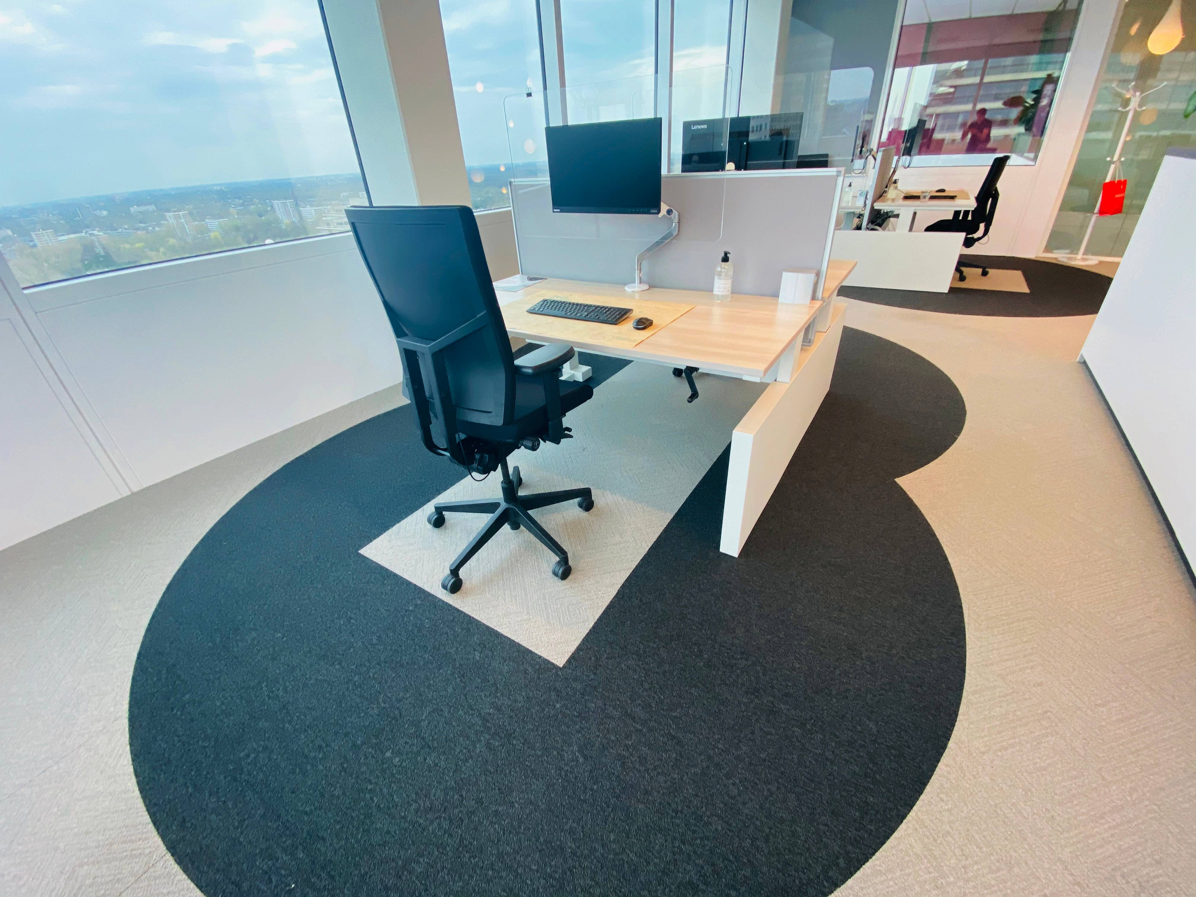 Projeto Six Feet Office, na Holanda, de Cushman & Wakefield, propõe que trabalhadores fiquem sempre a dois metros de distância uns dos outros.