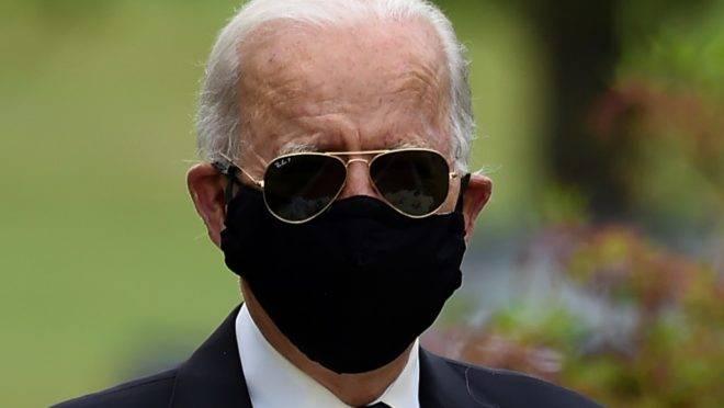 Joe Biden, candidato democrata à presidência dos EUA, faz homenagem a soldados no Memorial Day em sua primeira aparição pública em mais de um mês