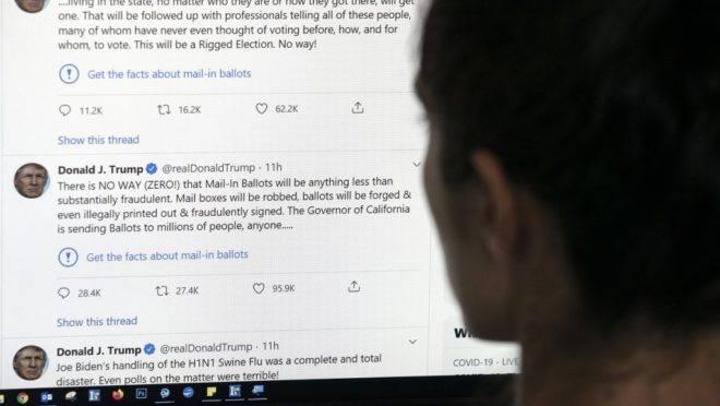 """Dois tuítes do presidente americano Donald Trump receberam sinal de alerta do Twitter com link para """"fatos sobre votação pelo correio"""